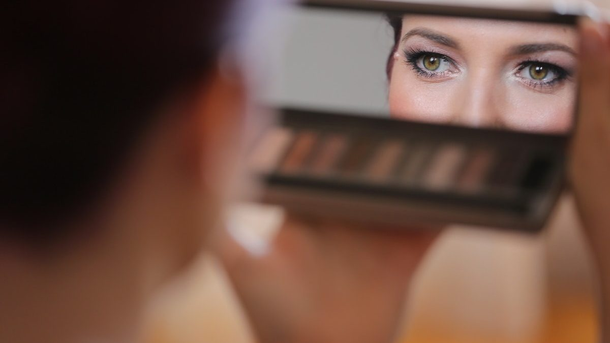 Benefits One Can Get From Online Make Up Stores